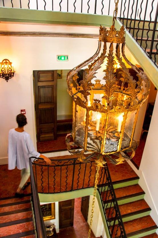 Escaleras que conducen hacia 11 habitaciones de ensueño.