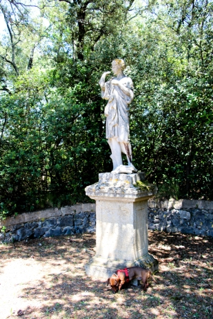 Eros paseando por Villa Baulieu.