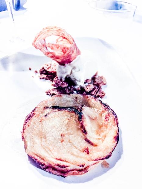 Tatin de crema y manzana caramelizada (6,50€).