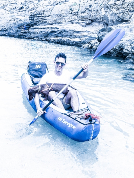 Probando una canoa.