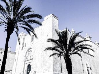 De camino al Mercado, la iglesia del Carmen.