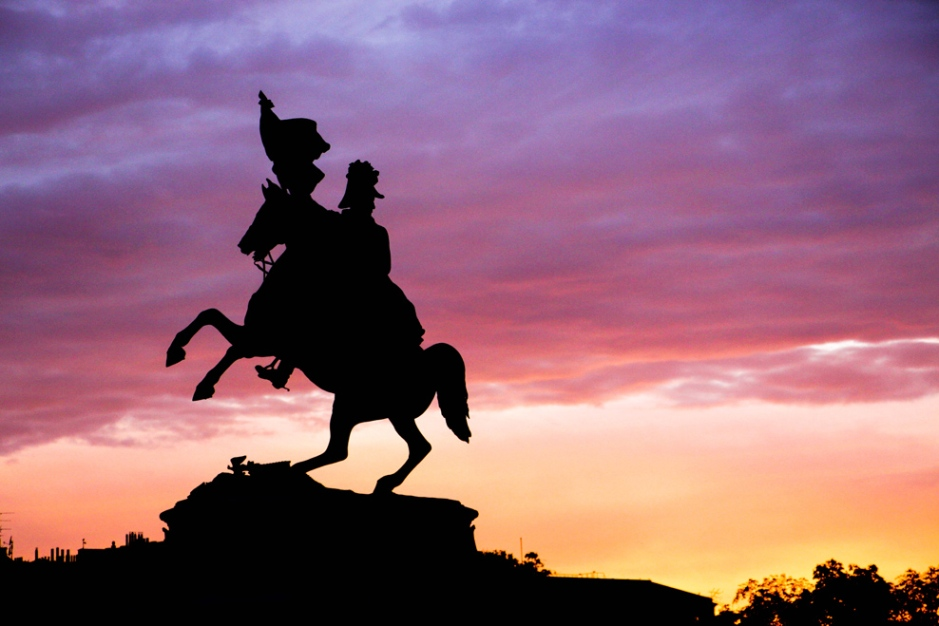 Estatua del Archiduque Carlos de Austria en la Plaza de los Héroes.
