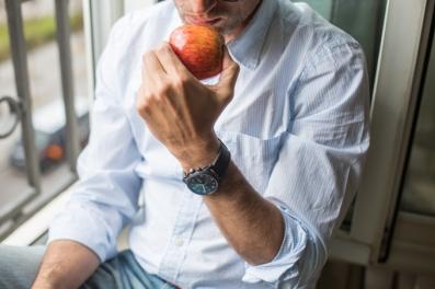 """""""One apple a day keep the doctor away"""", acostumbro a comer una y siempre le convido a Eros."""