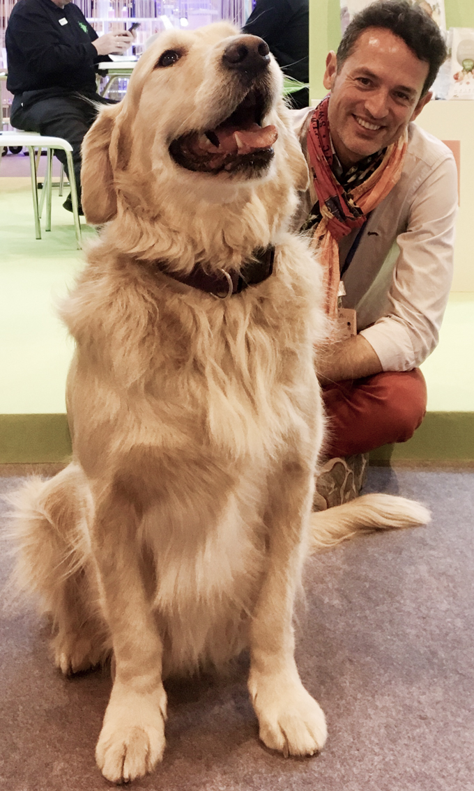 Con uno de los perros más guapos de PROPET.