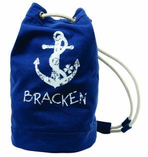 Toque navy, MOLLY BRACKEN, 14,95 €.