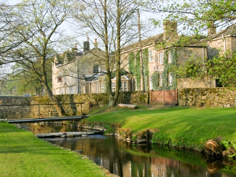 The Devonshire Arms Country House Hotel.