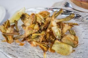 Alcachofas fritas en aceite de oliva.