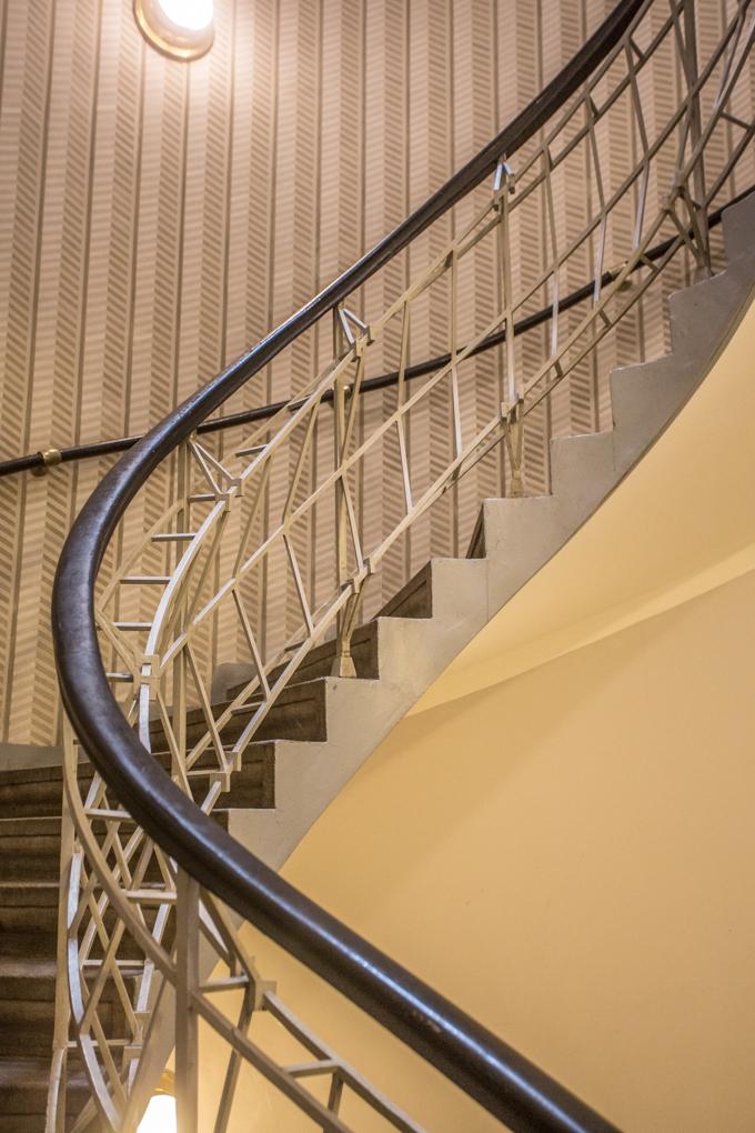 Escaleras del Café Cubista.