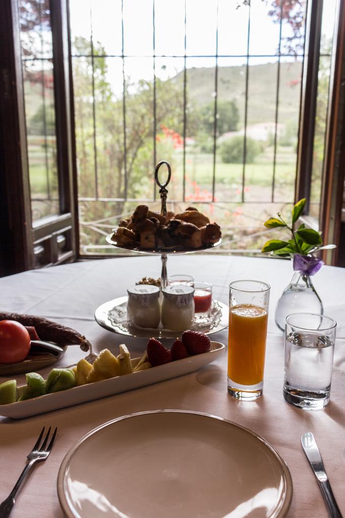 Mi desayuno con vistas al campo.