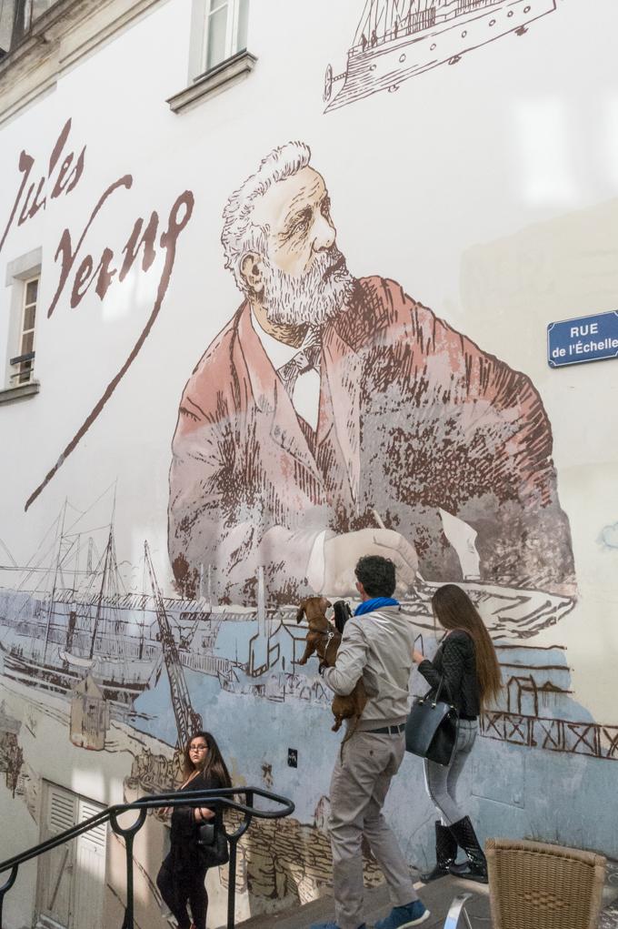 Mural dedicado al hijo prodigo de Nantes, Julio Verne.
