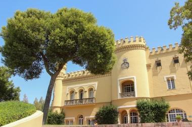 El Castillo de los Condes de Garvey, icono del hotel.
