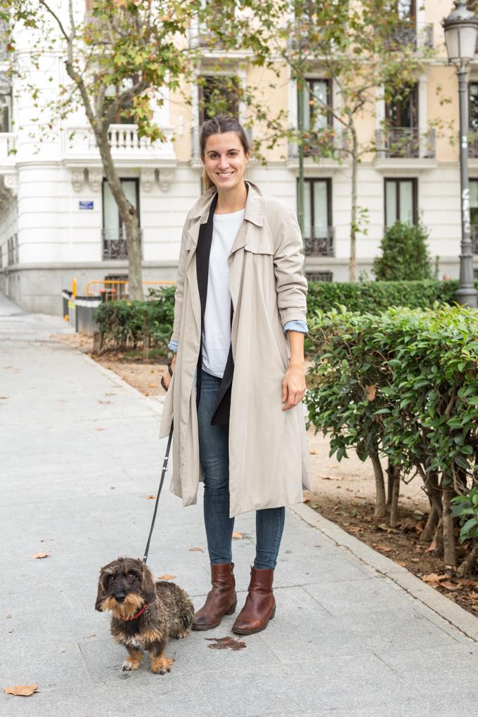 Pareja dog friendly en la Plaza Villa París.