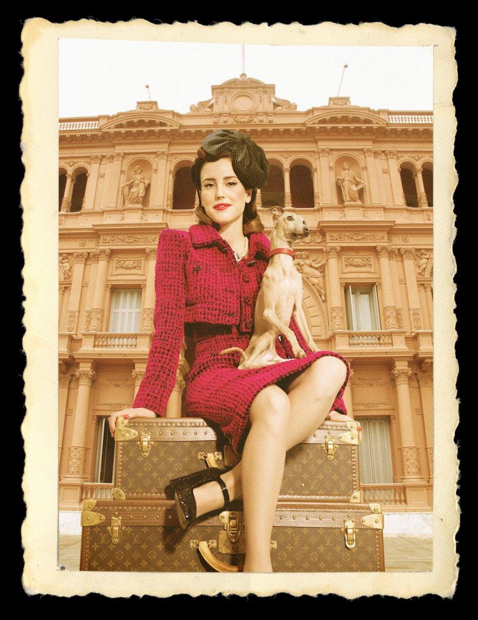 Natalia Molina y Hugo en la Casa Rosada, una de las imágenes de la campaña '70 años volando a América Latina'.