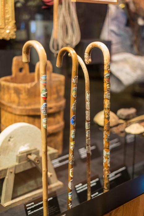 Bastones exhibidos en el museo.