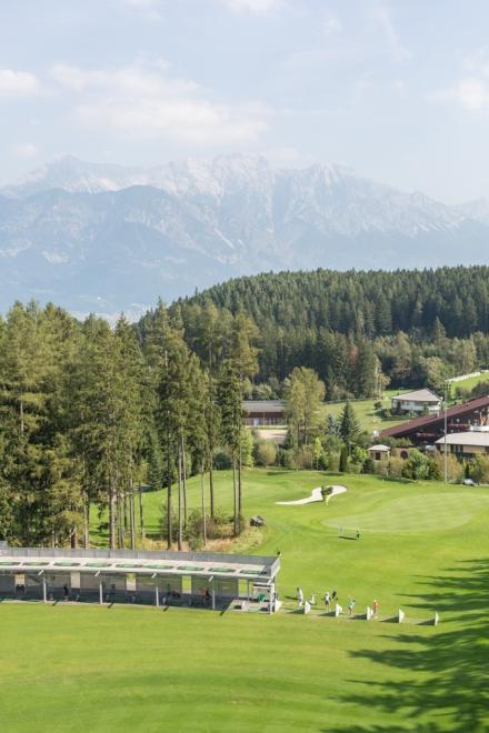 Club de golf en al pie de los Alpes.