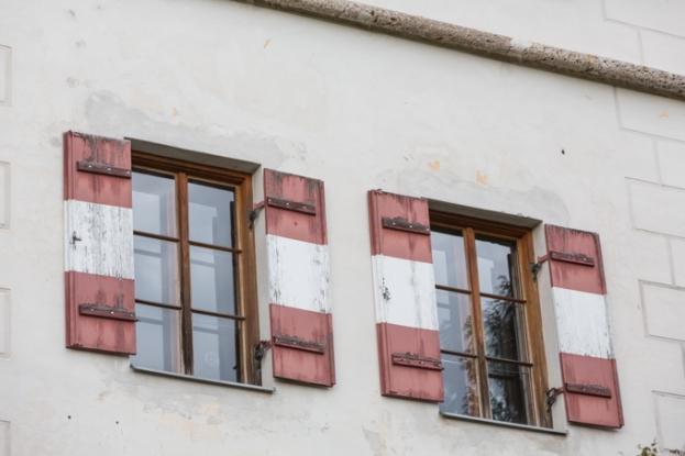 Ventanas del Castillo de Ambras, son del color de la bandera de Austria.
