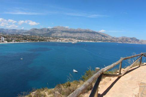 Mirador para contemplar una estampa muy bonita, el mar, el pueblo de Altea y la sierra.