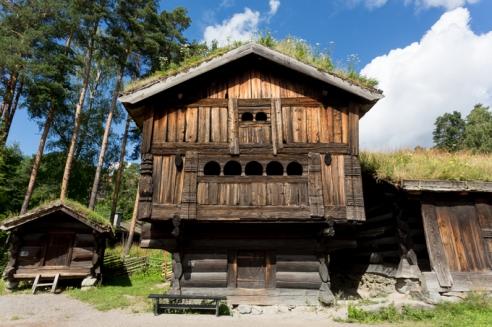 Una de las casas de madera del museo.