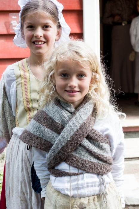 Niña noruega y su traje tradicional.