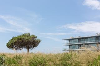 Paisaje del Parque Natural Sintra- Cascais y la sutil presencia del hotel The Oitavos.