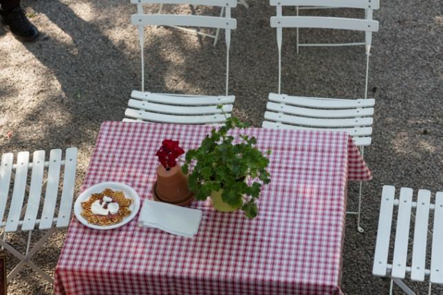 Jardín del café Hønse-Lovisas house.