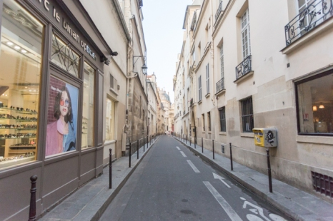 Perspectiva de la rue Aubriot, al fondo, la parroquia Notre-Dame des Blancs-Manteaux
