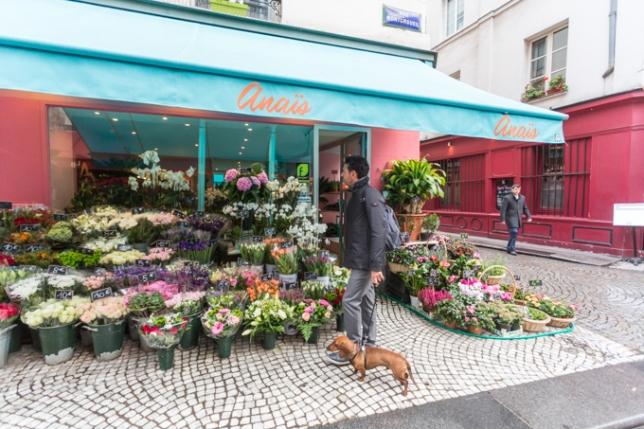 Este puesto de flores de la calle Montoegueil lleva años, las pocas veces que he venido, siempre está lleno de flores.