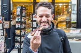 Mi instante Eclairs Au Chocolat en la rue Montorgueil.