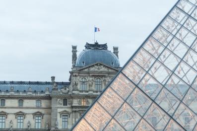 La Pirámide y el Museo del Louvre.