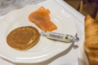 Blinis con salmón, y quizás le ponga esta mantequilla que me fascina.